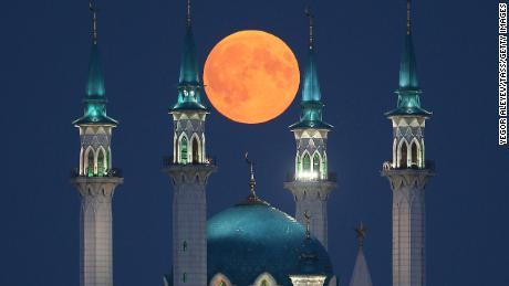 Lunar eclipse 2018: Blood moon offers thrilling views - CNN