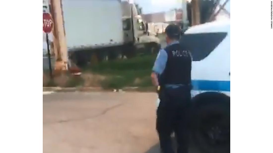 Viral video shows 'bait truck' used by police in Chicago to lure potential thieves