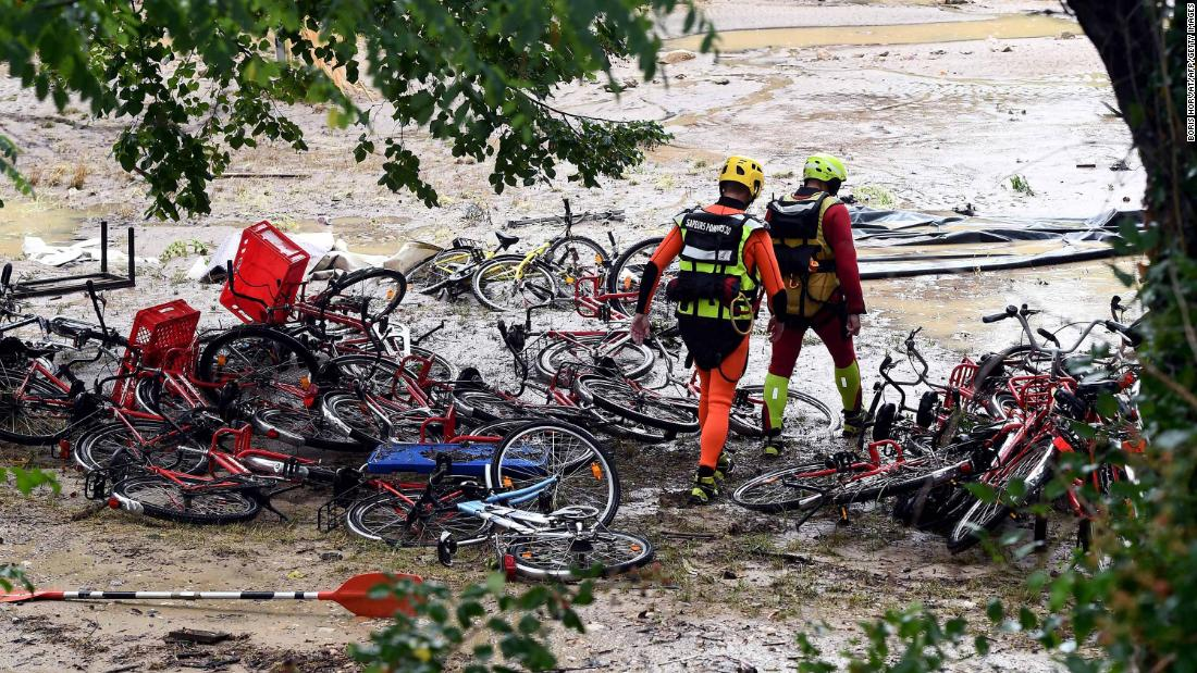 France floods: One missing and 1,600 evacuated