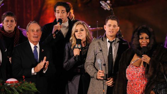 Musician Rob Thomas, Former New York City Mayor Michael Bloomberg, actor Zach Levi, actress Jane Krakowski, singer Michael Buble and Franklin at the Rockefeller Center Christmas tree lighting ceremony in 2009.