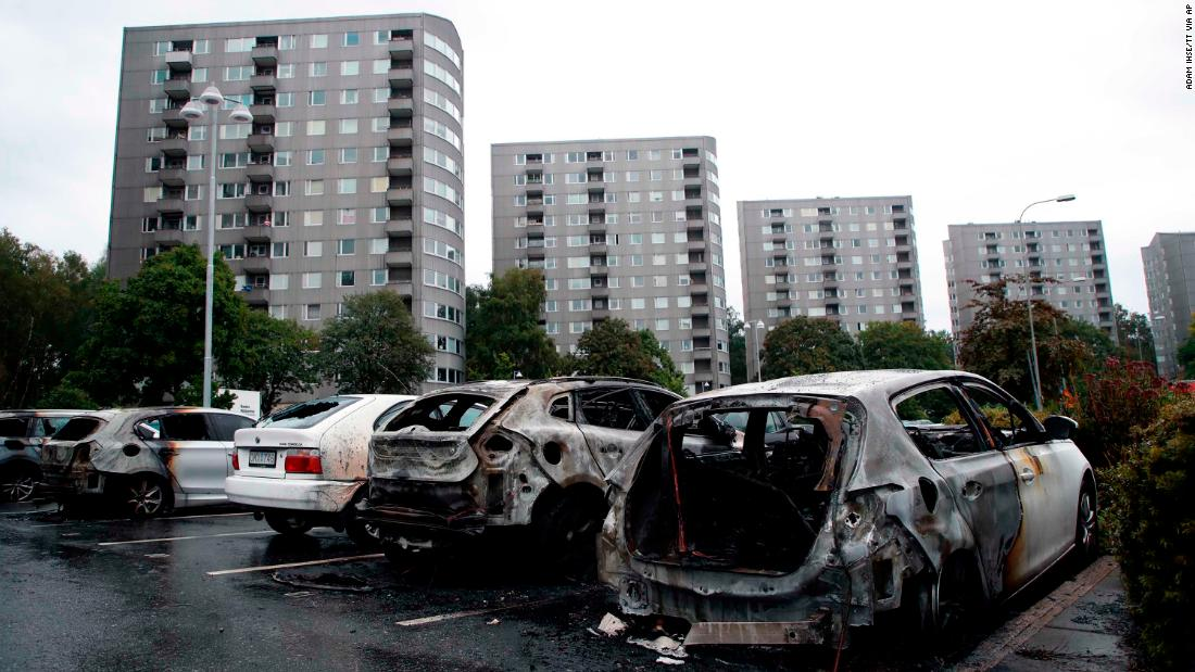 Sweden: Dozens of cars set on fire in one night
