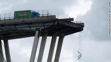 Moment bridge collapses in Genoa, Italy