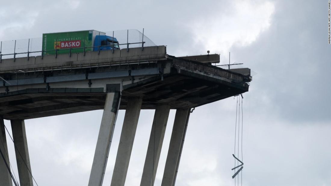 Footage captures moment bridge fell