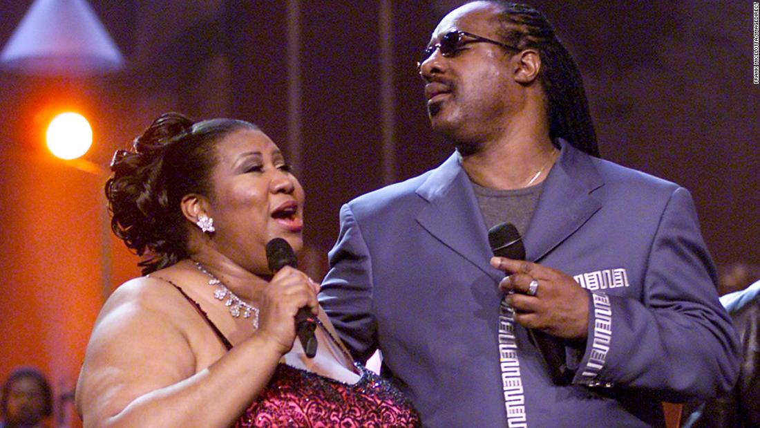 Stevie Wonder visits with ill Aretha Franklin
