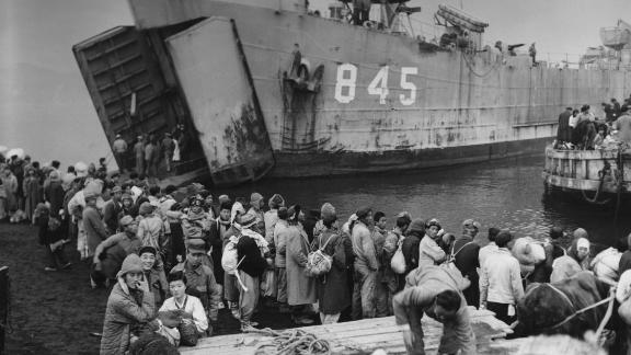 Civilians from Hungnam in North Korea boarding the landing ship