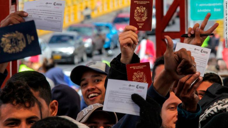 Venezuelan Scientist Offers Reality >> Chaos In Venezuela Triggers Mass Exodus