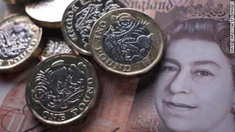 Pound falls sharply as risk of chaotic Brexit rises