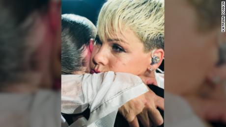 Katrina world pink teen apologise