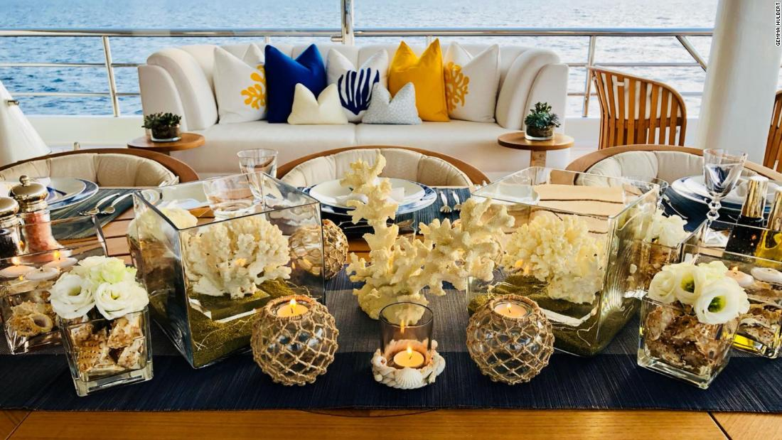 On Hulbert's blog she provides advice to other stewardesses on how to create the perfect table setting.