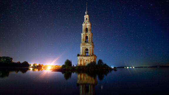 Kalyazin, Russia: Kalyazin Bell Tower is all that can be seen of the submerged monastery of St. Nicholas, which was lost underwater after the creation of the Uglich Reservoir along the Volga River at the end of the 1930s.