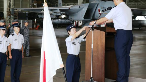 Misa Matsushima receiving her certificate from the Japan Air Self-Defense Force.