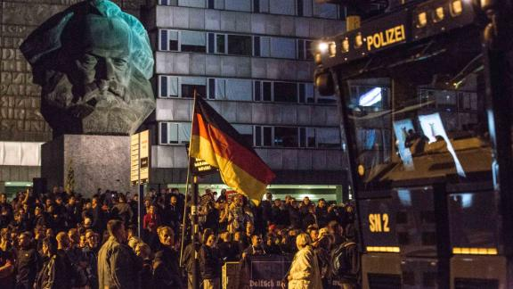 August 27, 2018 Neo-Nazis and leftist protesters took to the streets of Germany's Chemnitz after a murder involving migrants after the stabbing of 35 year old German Daniel H. at the town celebrating, Chemnitz, Germany - 27 Aug 2018* (Credit Image: © Kietzmann/Action Press via ZUMA Press)