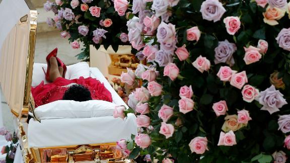 Aretha Franklin lies in her casket