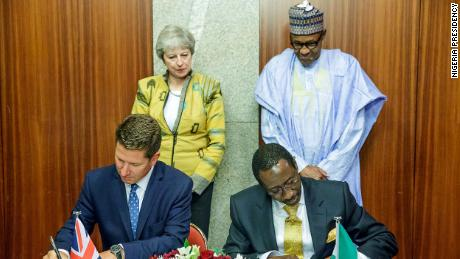 Theresa May and Muhammadu Buhari witness the National Security Advisor to Nigeria, Babagana Monguno and British Depu National Security Advisor Christian Turner signed the Bilateral Defense and Security Partnership Agreement in Abuja on 29 August 2018.
