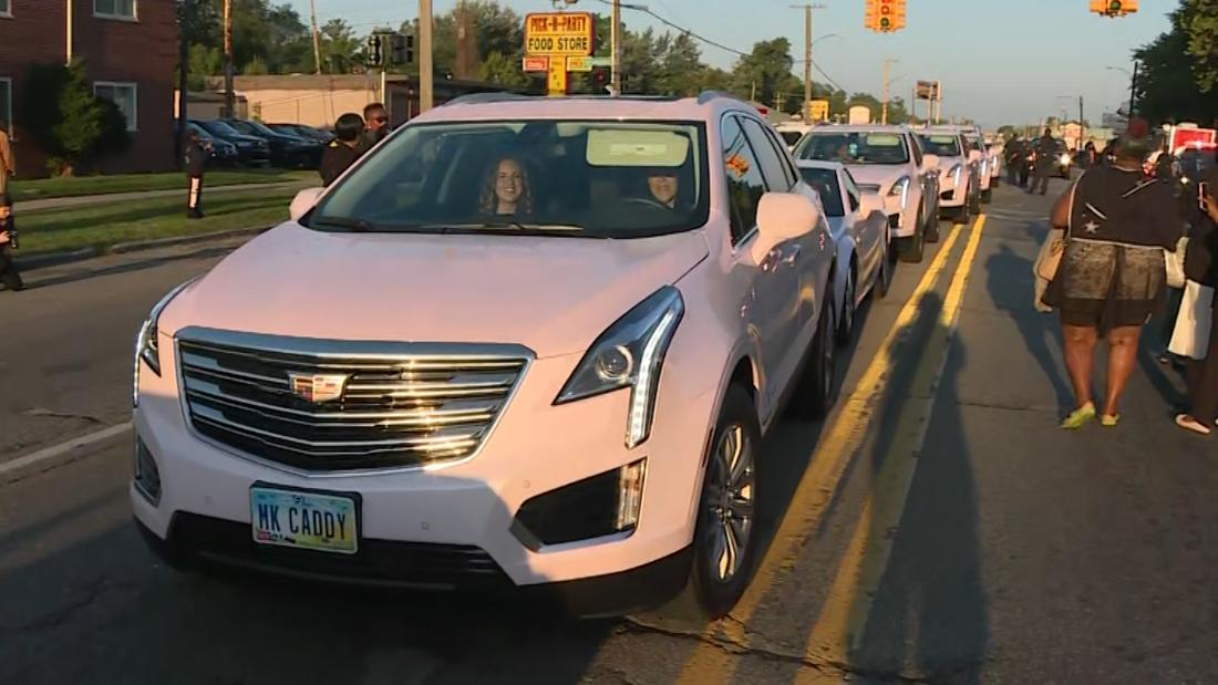 Pink Cadillacs Line Up To Honor Aretha Franklin