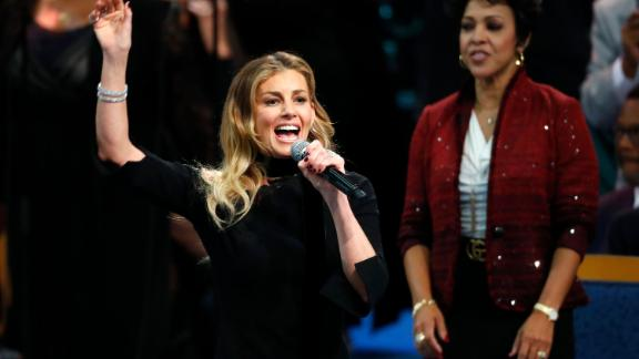 Faith Hill was the first celebrity performer to sing during Franklin