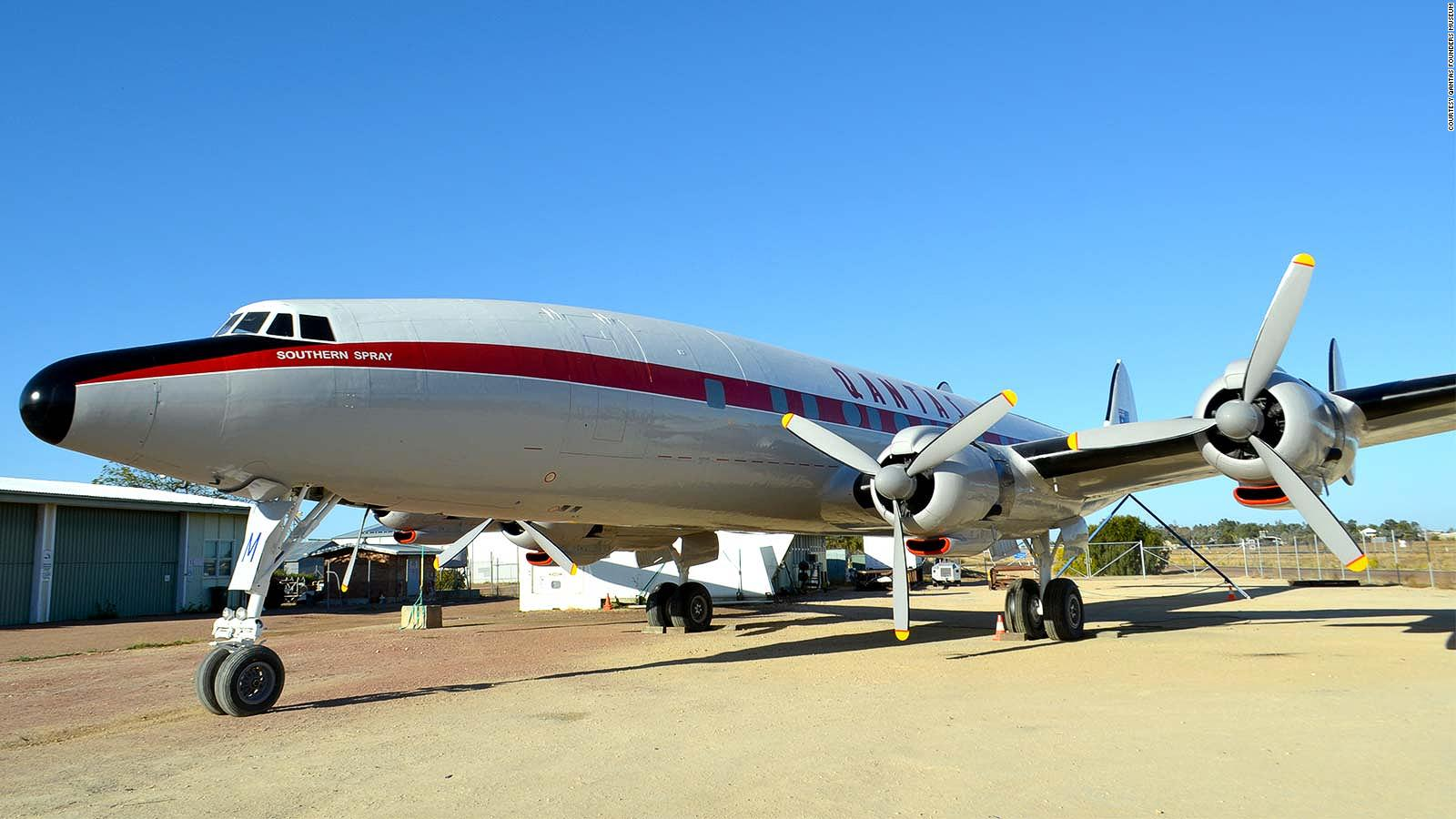 Qantas Super Constellation airliner from 1950s is restored