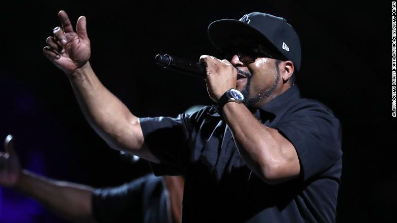 """Ice Cube cancelou sua aparição em """"Good Morning America"""".  após o assassinato de George Floyd."""