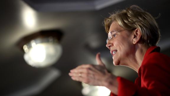 WASHINGTON, DC - AUGUST 21:  Sen. Elizabeth Warren (D-MA) speaks at the National Press Club August 21, 2018 in Washington, DC. Warren spoke on ending corruption in the nation
