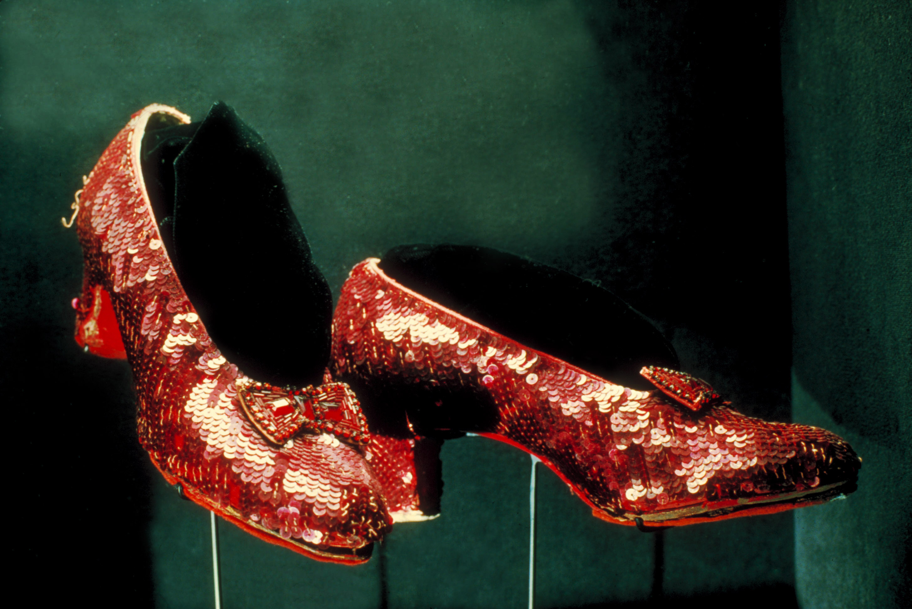 'Wizard of Oz' slippers found after 25 years