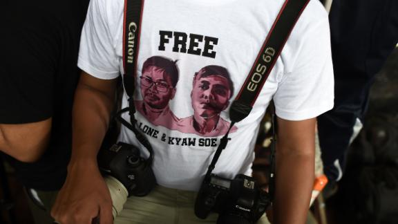 A journalist, wearing a T-shirt urging to free detained Myanmar journalists Wa Lone and Kyaw Soe Oo, waits at a court in Yangon on August 27, 2018. - A Myanmar court on August 27 postponed ruling on whether two Reuters journalists violated a state secrets law while reporting on the Rohingya crisis, with a new date set for next week. (Photo by Ye Aung THU / AFP)        (Photo credit should read YE AUNG THU/AFP/Getty Images)