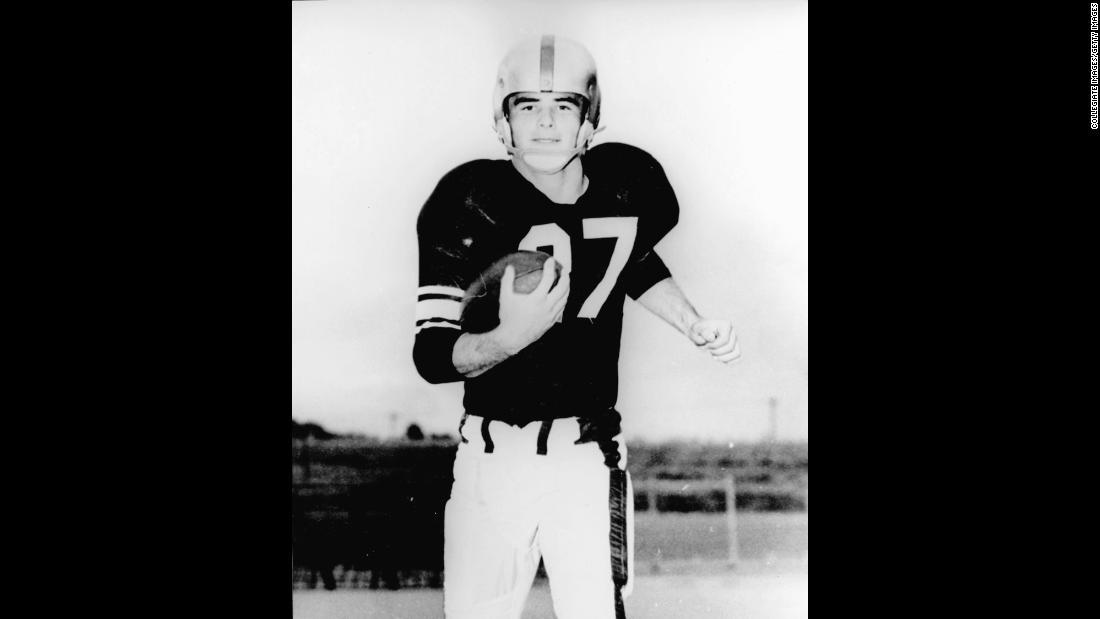 Burt Reynolds Smokey And The Bandit Star Dead At 82 Cnn