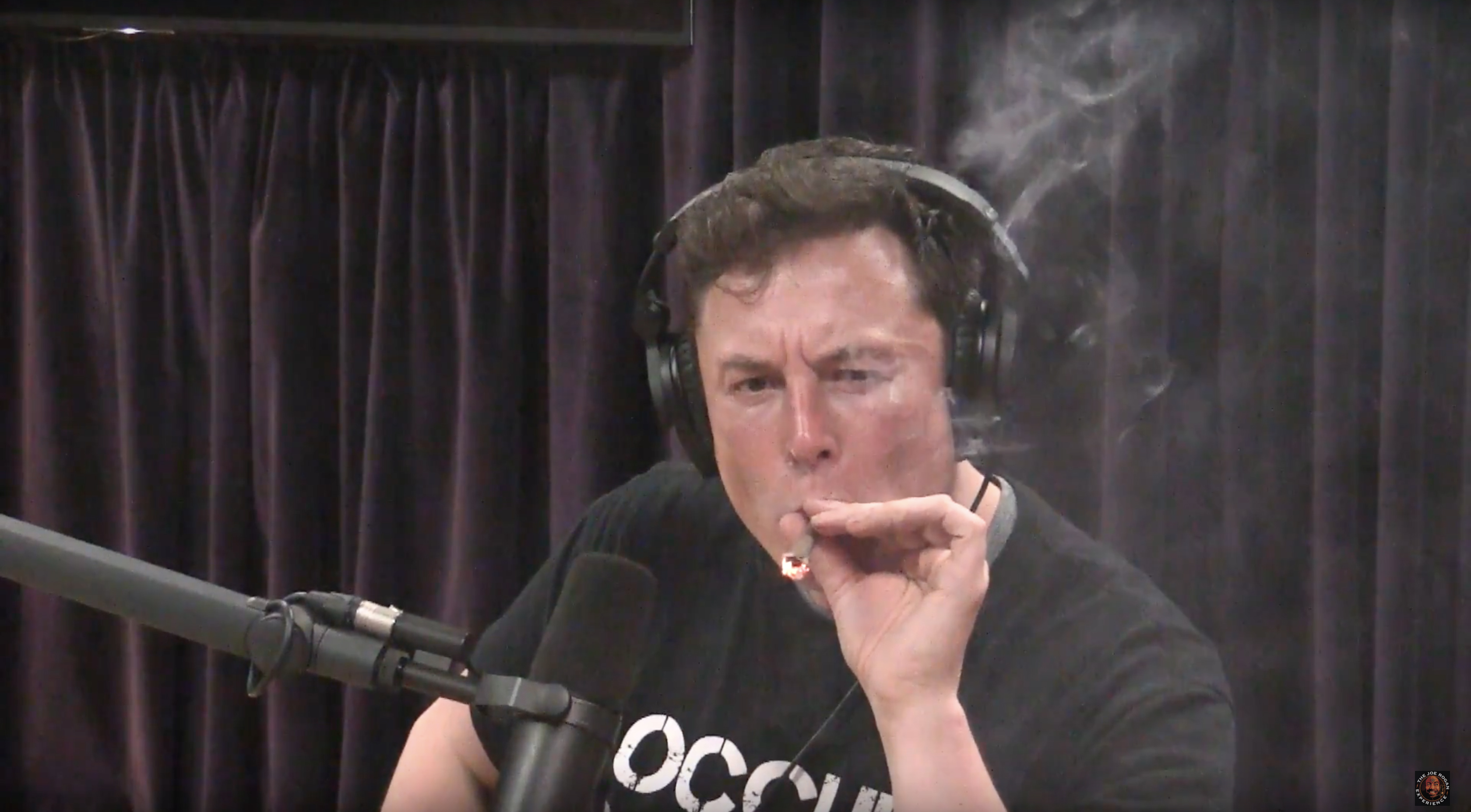 Elon Musk smokes weed during interview - CNN Video