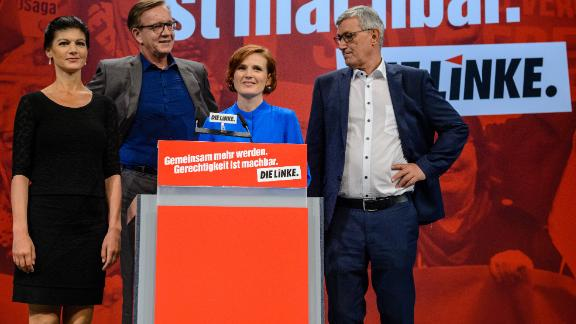 Sahra Wagenknecht (left) seems to believe that a message of resentment -- especially toward foreigners -- chimes with low-wage workers.