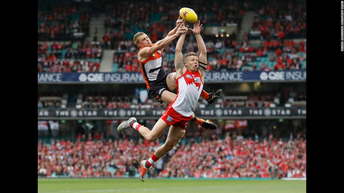Adam Kennedy of the Giants and Dan Hannebery of the Swans compete for the ball during the 2018 AFL Second Elimination Final match at the Sydney Cricket Ground on Saturday, September 8, in Sydney.