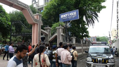 Indian media persons gather around police vehicle in front of Bishop's house to cover the Kerala state police investigation in relation to bishop Franco Mulakkal alleged sexual assault to a nun, in Jalandhar on August 13, 2018. (Photo by SHAMMI MEHRA / AFP)        (Photo credit should read SHAMMI MEHRA/AFP/Getty Images)