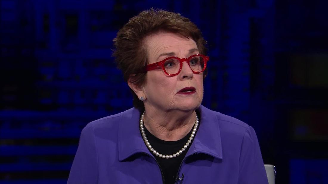 Tennis legend Billie Jean King and other athletes honor Ginsburg