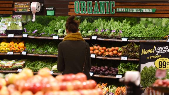 """Organic produce is seen for sale, November 28, 2016 at a Ralph's Supermarket in Irvine, California.""""Shop with a Doc"""" is a community health program from St. Joseph Hoag Health hospital group which brings medical professionals and nutritionists into local supermarkets to give shoppers the opportunity to ask questions about ingredients and how to make healthy choices  an increasing challenge for customers who are overwhelmed with the number of products claiming various health benefits.  / AFP / Robyn Beck        (Photo credit should read ROBYN BECK/AFP/Getty Images)"""