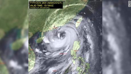 Hong Kong issues warning ahead of Mangkhut