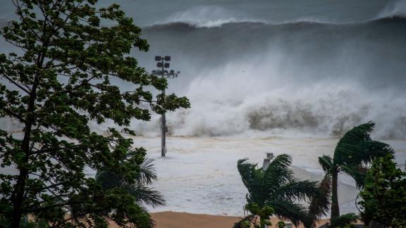 Huge waves surge in Shenzhen, China, on September 16.