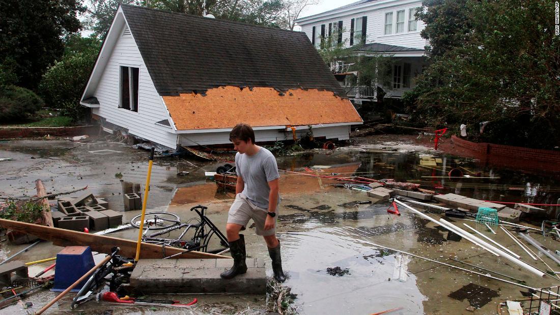 Florence kills 5 in North Carolina, officials say - CNN