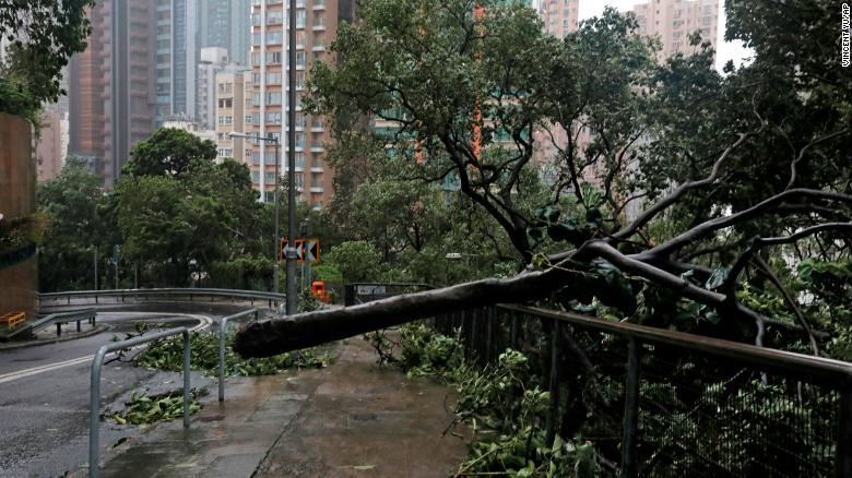 Cleanup begins in Hong Kong after Mangkhut