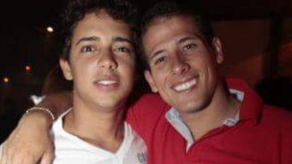 Arthur Medici, left, with his brother, Marcus Melo.