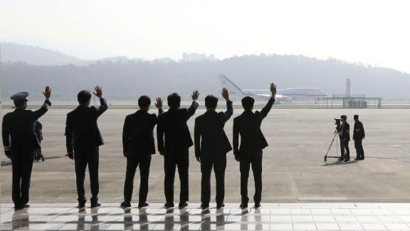 Seoul Military Air Base staff members wave as the South Korean President departs for Pyongyang on September 18.