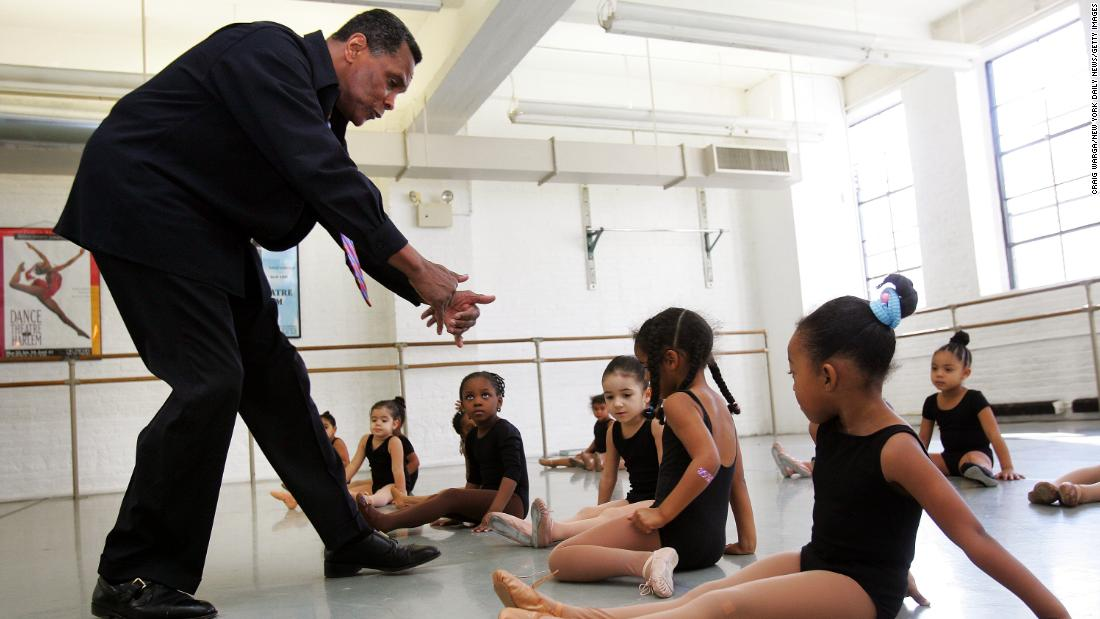 Mitchell instructs young ballerinas during a class in 2004.