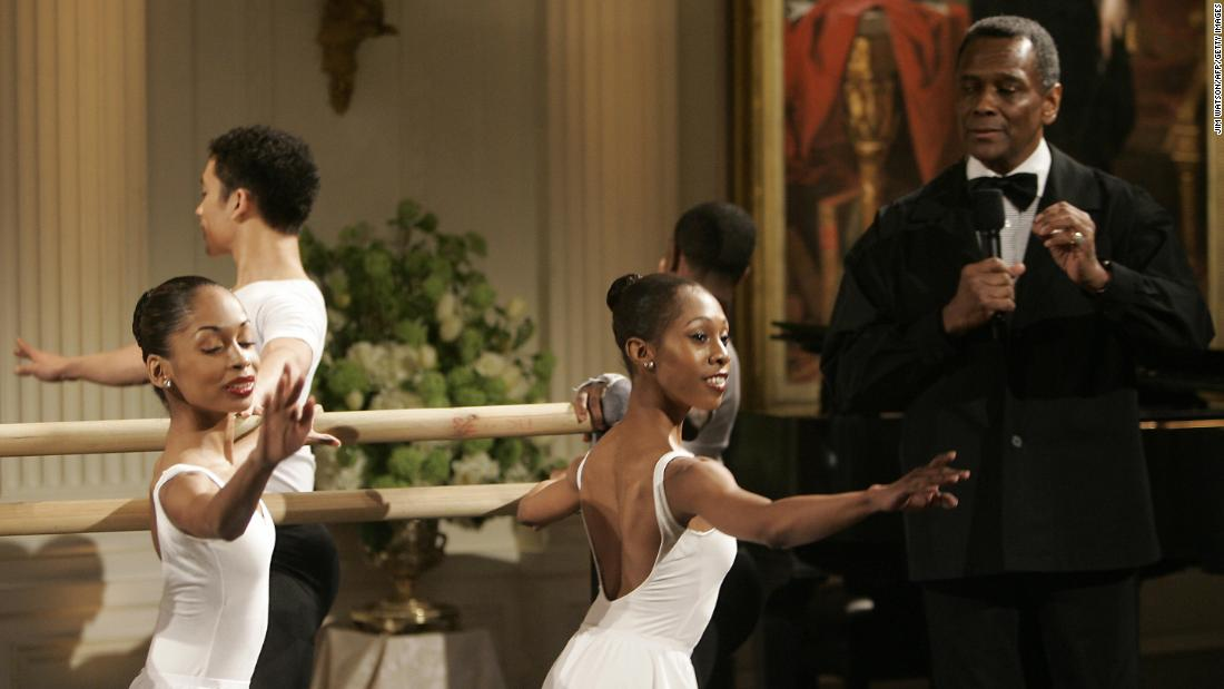 Mitchell introduces dancers at a White House event honoring the Dance Theatre of Harlem in 2006.