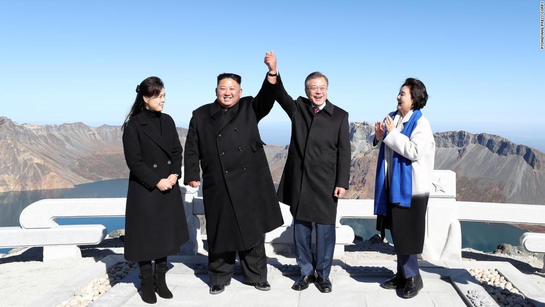 Mount Paektu: Moon and Kim visit mythical mountain
