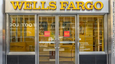 Warren Buffett has judged what kind of CEO Wells Fargo should hire