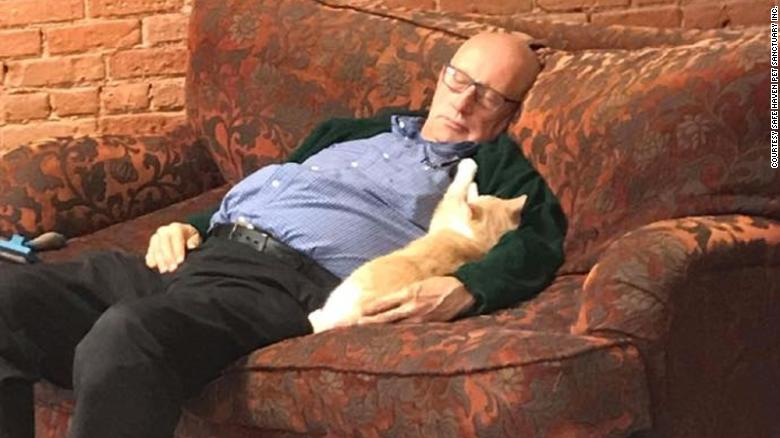 [Image: 180921132019-2terry-sleeping-with-cats-exlarge-169.jpg]
