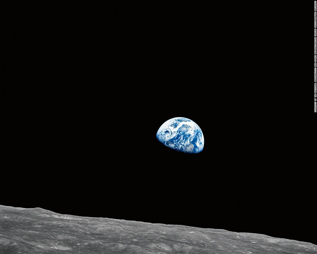 Photo from the Apollo 8 mission shows Earth.
