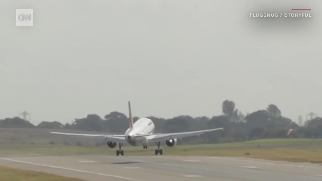 air-france-jet-aborts-white-knuckle-landing-in-high-winds