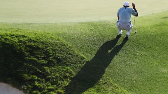 Woods lines up a putt on the 18th green during the second round on Friday, September 21.