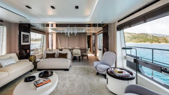 The Azimut Grande 27 perfectly blends indoor and outdoor space to make guests feel more connected to the ocean and their surroundings.