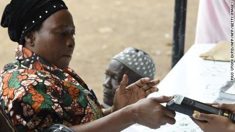 A voter uses a machine to print her thumbprint during the Osun State gubernatorial election in Ede, in the Osun State in southwest Nigeria, on September 22, 2018. (Photo by PIUS UTOMI EKPEI / AFP)