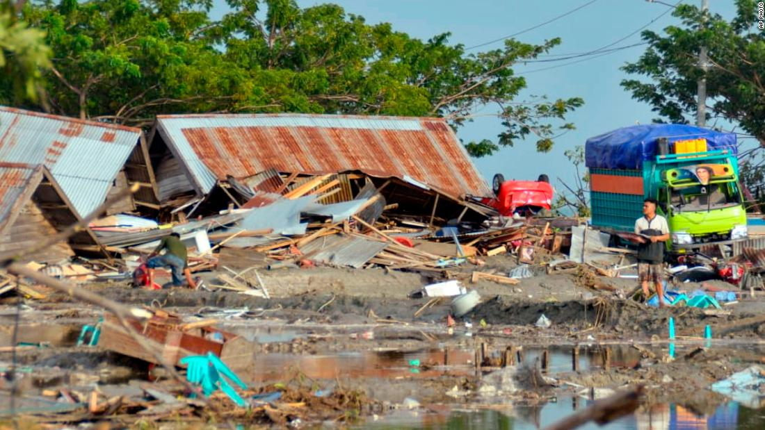 Indonesia tsunami and earthquake death toll tops 400