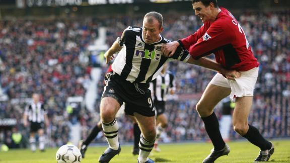 Shearer (left) wrestles with Manchester United defender John O